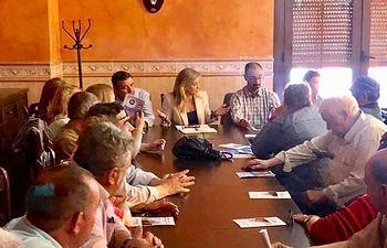 Reunión con agricultores y ganaderos que se ha celebrado en Chillón.