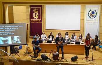 Paco Damas estuvo acompañada por diez alumnos de la UCLM.