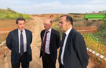 El delegado del Gobierno en Castilla-La Mancha, José Julián Gregorio, y el presidente de la CHT, visitan el arroyo Ramabujas