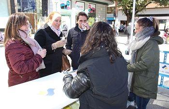 Foto. Llanos Navarro visita los stand de Aguas de Albacete con motivo del Día Mundial del Agua.