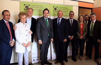 Núñez se reúne con el Consejo Rector de las Cooperativas Agroalimentarias de Castilla-La Mancha en Alcázar de San Juan (Ciudad Real)