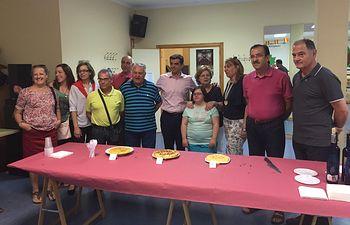 Javier Cuenca asiste al concurso de tortillas organizando por la Asociación de Vecinos del barrio 'Parque Sur'