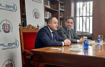 Emilio Sáez se reúne con el Ilustre Colegio de la Abogacía de Albacete)