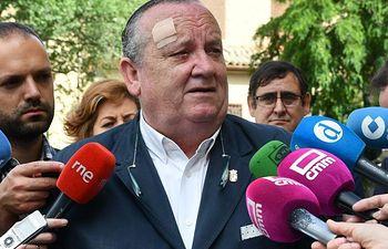 José Luis González Lamola, acuda a Toledo a entregar a Page un documento con las reivindicaciones de El Casar