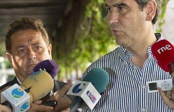 Antonio Román presenta el nuevo sistema de eliminación de chicles de la vía pública