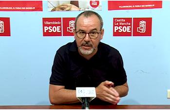 Alberto González.