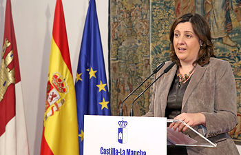 La consejera de Economía, Empresas y Empleo, Patricia Franco, informa en rueda de prensa. Foto: JCCM.