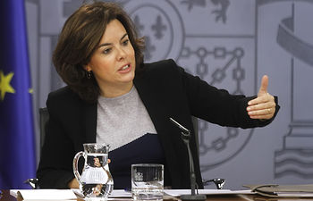 La vicepresidenta, ministra de la Presidencia y portavoz del Gobierno en funciones, Soraya Sáenz de Santamaría, durante la rueda de prensa posterior al Consejo de Ministros.