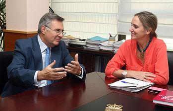 Carmen Casero se reune con Arturo García-Tizón. Foto: JCCM.
