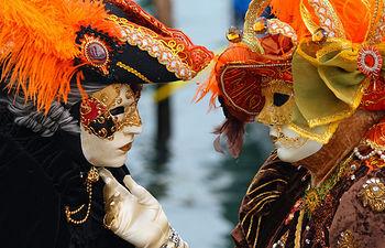 Imagen de archivo de máscaras de carnaval.