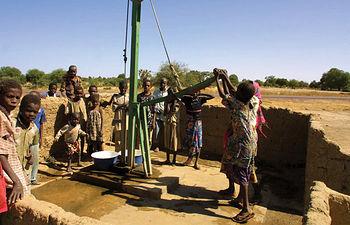 Uno de los Objetivos de Desarrollo del Milenio es reducir a la mitad, para el año 2015, el porcentaje de personas que carecen de acceso al agua potable respecto a 1990.