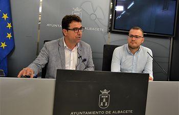 Modesto Belinchón y Manuel Martínez, concejales del Grupo Municipal Socialista en el Ayuntamiento de Albacete.