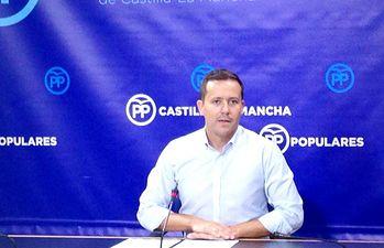Carlos Velázquez.