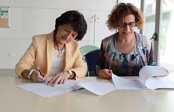El Gobierno regional suscribe un convenio de investigación para propiciar la reunificación familiar de menores tutelados en Castilla-La Mancha. Foto: JCCM.
