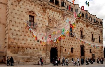 Imagen del Palacio del Infantado, en Guadalajara, con motivo de la celebración del 19 Maratón de los Cuentos, con el que colabora el Gobierno de Castilla-La Mancha.