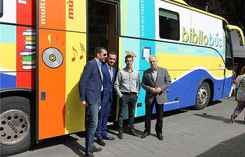 Félix Diego Peñarrubia y David Marchante participan en los actos del Día del Libro celebrado en el Altozano de Albacete