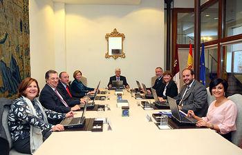 El presidente de Castilla-La Mancha, José María Barreda, preside la reunión del Consejo de Gobierno en la sede de la Presidencia regional.
