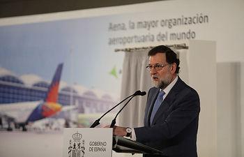 El presidente del Gobierno, Mariano Rajoy, durante su intervención en el acto de conmemoración del 50 aniversario del aeropuerto de Alicante-Elche.