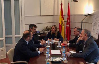 Reunión que ha mantenido el alcalde de Guadalajara con la consejera de Transportes de la Comunidad de Madrid