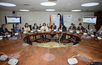 """Imagen de la reunión de presentación de la iniciativa """"Alojamientos con red"""". (Ministerio de Industria). Foto: Ministerio de Industria, Energía y Turismo."""