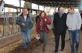 El delegado del Gobierno en Castilla-La Mancha, José Julián Gregorio, ha visitado la ganadería El Prado en Guadamur (Toledo).
