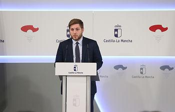 El portavoz del Gobierno regional, Nacho Hernando, informa de los acuerdos del Consejo de Gobierno en el Palacio de Fuensalida. (Fotos: Ignacio López // JCCM)