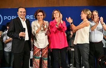 la candidata a la Presidencia del Partido Popular, María Dolores Cospedal,  en el acto de cierre de campaña en Toledo, junto a los exministros Juan Ignacio Zoido, Isabel García Tejerina y Dolors Montserrat