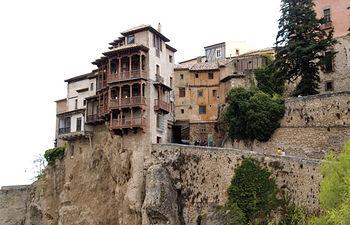 En la hoz del río Huécar se pueden comtemplar las famosas Casas Colgadas de Cuenca.