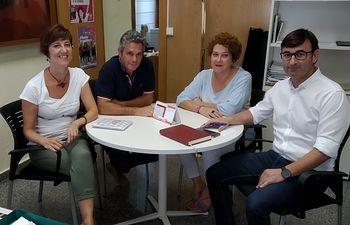 Carmen Fajardo y Daniel Martínez, de Unidas Podemos-IU, con Roque García y Maribel Cabañero, en el centro, de CCOO Albacete.
