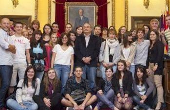 Escolares franceses recibidos en el Ayuntamiento