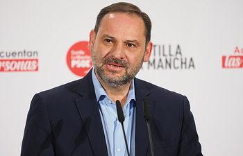 José Luis Ábalos durante el acto público de homenaje a los alcaldes, alcaldesas y concejales socialistas en conmemoración de 40 años de ayuntamientos democráticos.