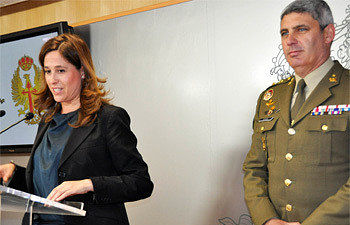 Rosa Romero y el Comandante Militar de Ciudad Real y Teniente Coronel Jefe del Batallón de helicópteros de ataque nº I (BHELA I), Alberto Javier García