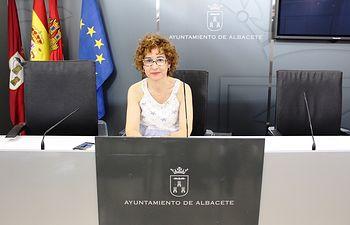 María Ángeles Martínez.