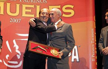 Los ganaderos Samuel Flores (i) y Daniel Martínez (d), en la pasada edición de los Premios Taurinos Samueles.
