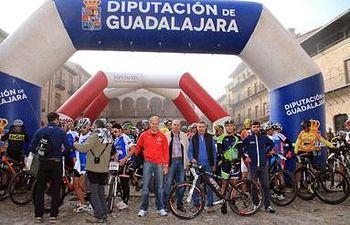 El diputado de Deportes y el alcalde de Sigüenza dieron la salida a la prueba