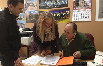 Amores y Calvo registran las firmas en la Subdelegación del Gobierno de Cuenca