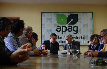 El consejero de Agricultura asegura que APAG es un ejemplo de servicio a los agricultores y ganaderos. Foto: ASAJA CLM.