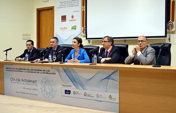 De izqda. a dcha.: Antonio Lucas, Carlos de Manuel, Marta García de la Calzada, Juan Carlos López y Saturnino Martín.