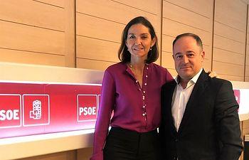 Emilio Sáez, candidato socialista a la Alcaldía, junto a Reyes Maroto, ministra de Industria, Comercio y Turismo.