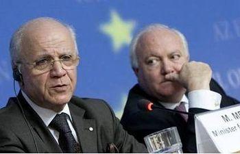 El ministro de Asuntos Exteriores y de Cooperación de España, Miguel Ángel Moratinos, y por su homólogo argelino, Mourad Medelci. Consilium