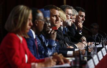 La Alta Representante UE, Federica Mogherini, el presidente de la República Francesa, Emmanuel Macron, la canciller de la República Federal de Alemania, Angela Merkel, el presidente del Gobierno español, Mariano Rajoy, el presidente del Consejo de Ministros de Italia, Paolo Gentiloni Silveri, el presidente de Níger, Mahamadou Issoufu, el presidente de Chad, Idriss Déby y el presidente del Consejo Presidencial de Libia, Fayez al-Sarraj, durante la rueda de prensa posterior a la reunión del G-4, celebrada en