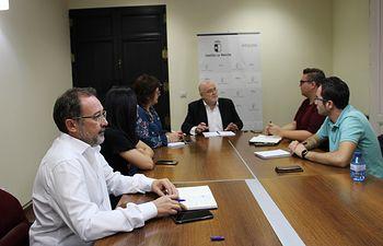 El Gobierno regional se reúne con el Ayuntamiento de Balazote.