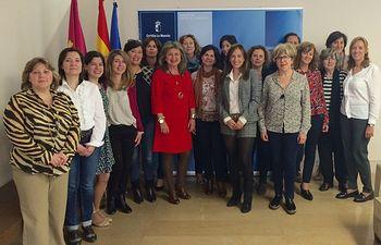Fotografía de la directora provincial del Instituto de la Mujer, Mercedes Márquez, durante el encuentro con personal técnico de los centros de la mujer en Albacete