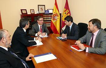 Marcial Marín y Juan Ávila durante la reunión que han mantenido hoy. Foto: JCCM.
