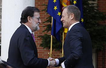 El presidente del Gobierno, Mariano Rajoy, recibe en La Moncloa al presidente del Consejo Europeo, Donald Tusk
