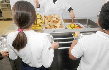 Junta destina fondos adicionales al servicio de comedor escolar para alumnos con escasos recursos en Albacete. Imagen de archivo..