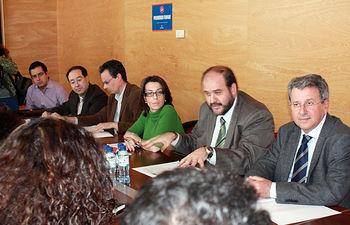El consejero de Agricultura y Desarrollo Rural, José Luis Martínez Guijarro, se reunió esta mañana en Albacete con los representantes de los seis Grupos de Acción Local de esta provincia.