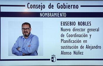 Gráfico del nombramiento del nuevo director general de Coordinación y Planificación, Eusebio Robles, mostrado hoy en la rueda de prensa de los acuerdos del Consejo de Gobierno, en el Palacio de Fuensalida. (Foto: Álvaro Ruiz // JCM)