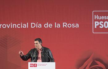 El secretario general Pedro Sánchez interviene con el presidente de Aragón Javier Lambán en la Fiesta de la Rosa del Alto Aragón, en Ayerbe, Huesca
