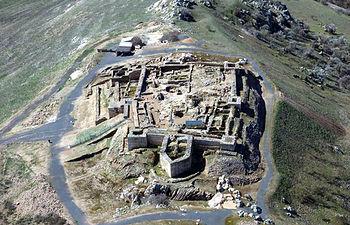 Imagen de archivo aérea de Alarcos. Foto de Barakaarqueólogos.